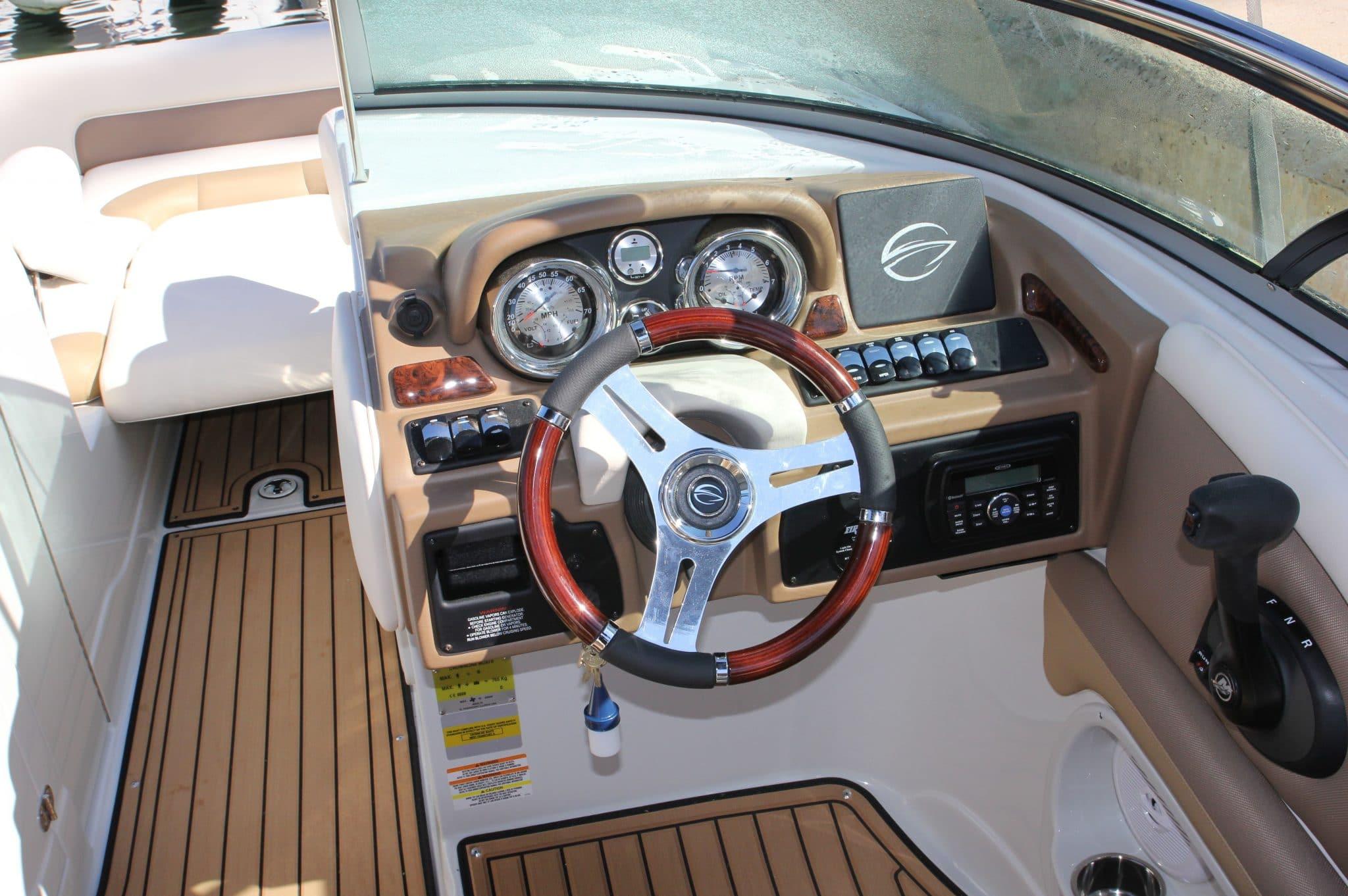 Motorboot_CrownlineE4_24ft_3-2048×1362