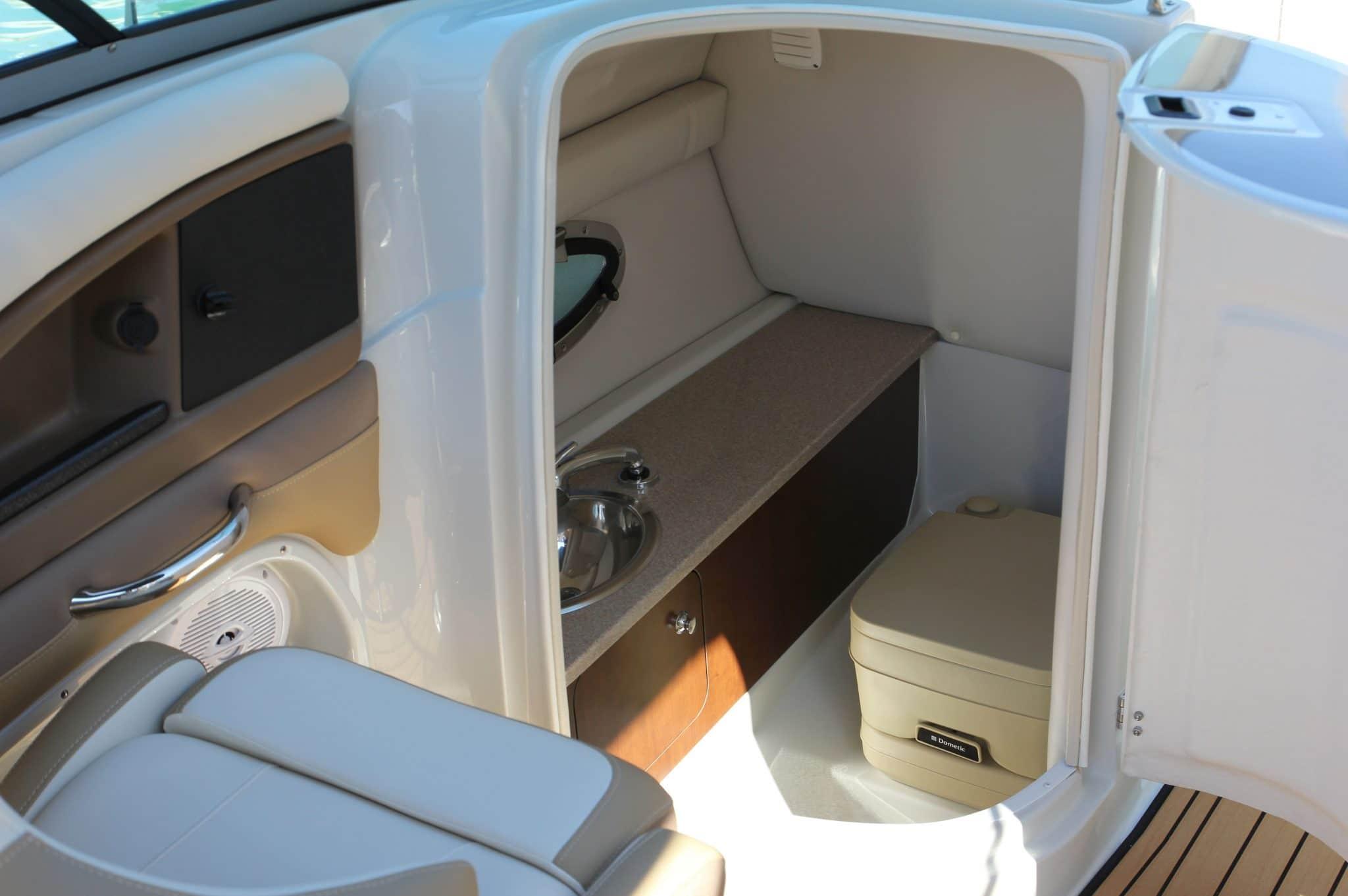 Motorboot_CrownlineE4_24ft_6-2048×1362