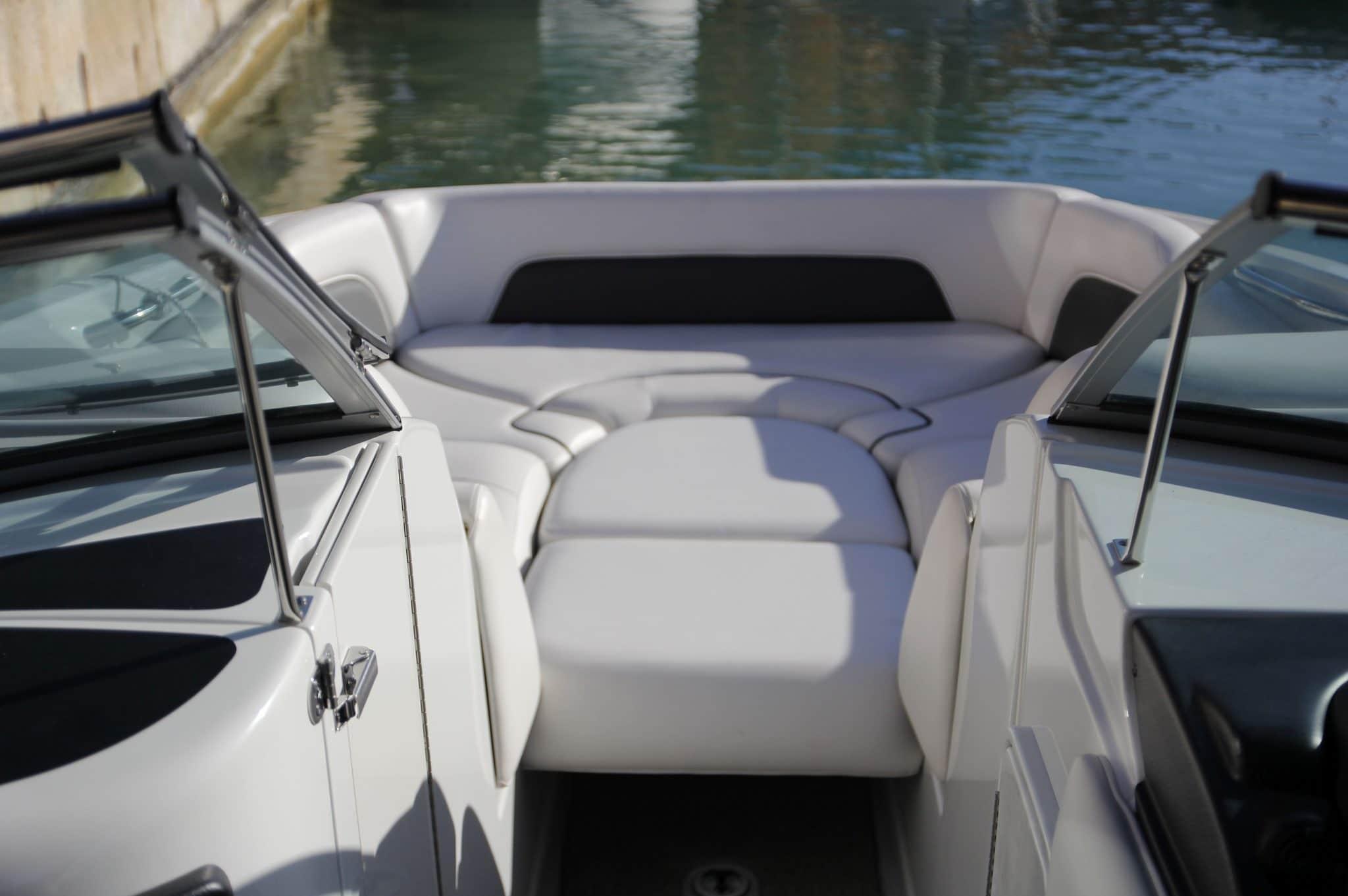 Motorboot_CrownlineE6_26ft_3-2048×1362 (1)