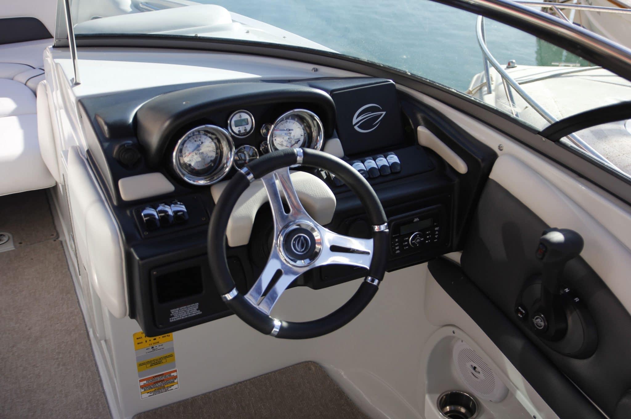 Motorboot_CrownlineE6_26ft_4-2048×1362 (1)