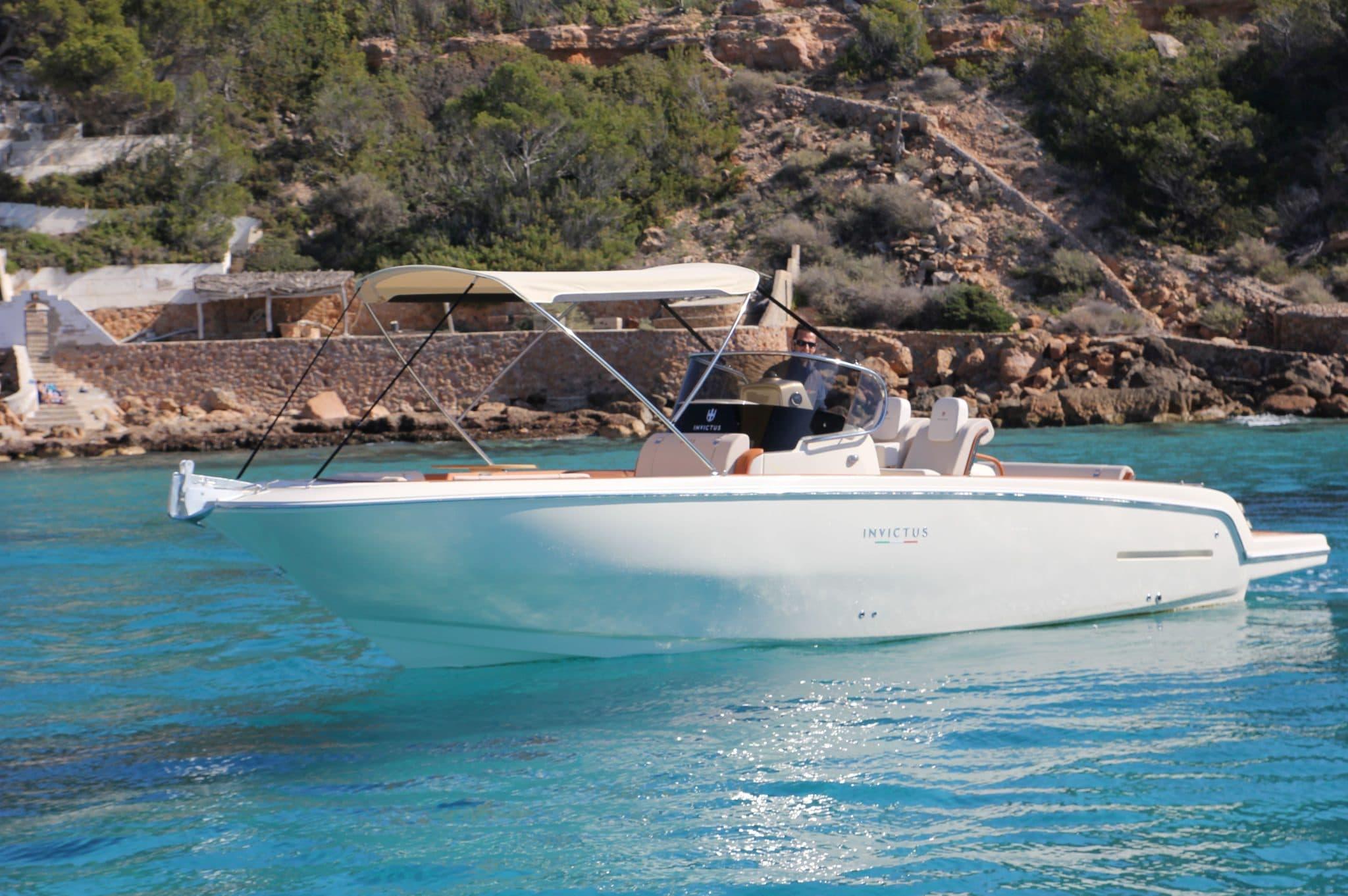 Motorboot_Invictus280FX_1-2048×1362
