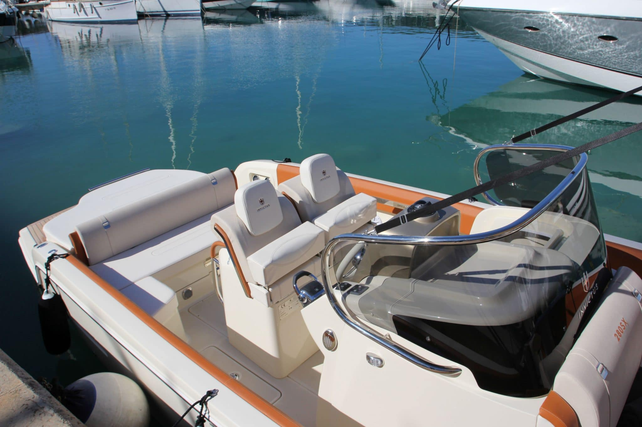Motorboot_Invictus280FX_10-2048×1362