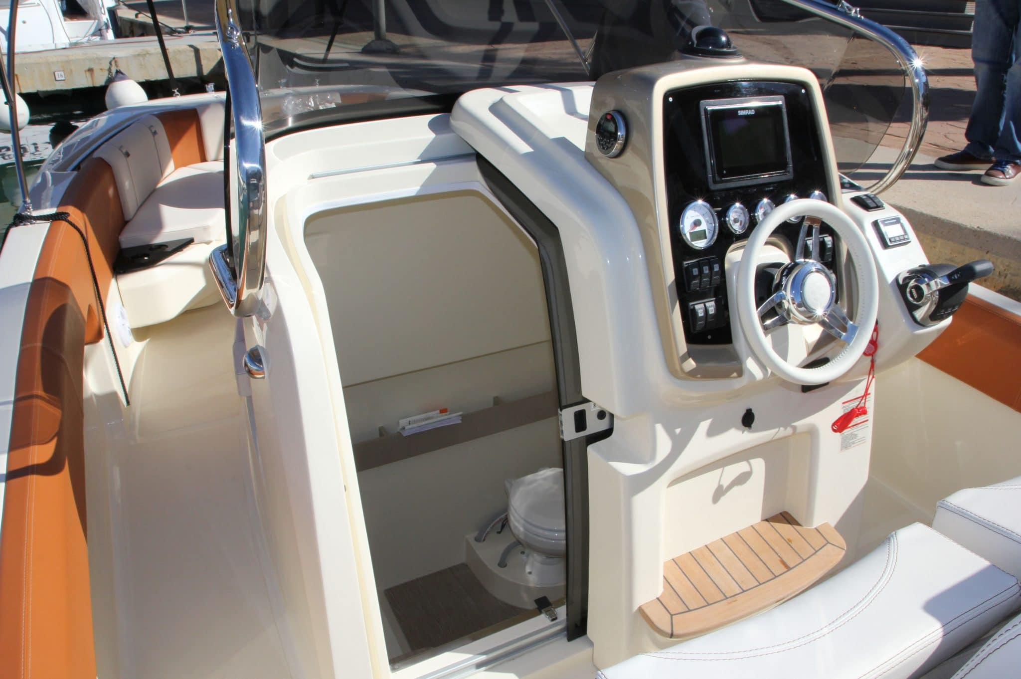 Motorboot_Invictus280FX_11-2048×1362