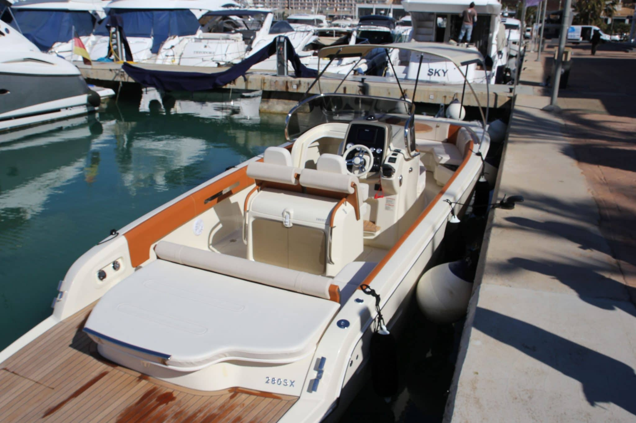 Motorboot_Invictus280FX_12-2048×1362