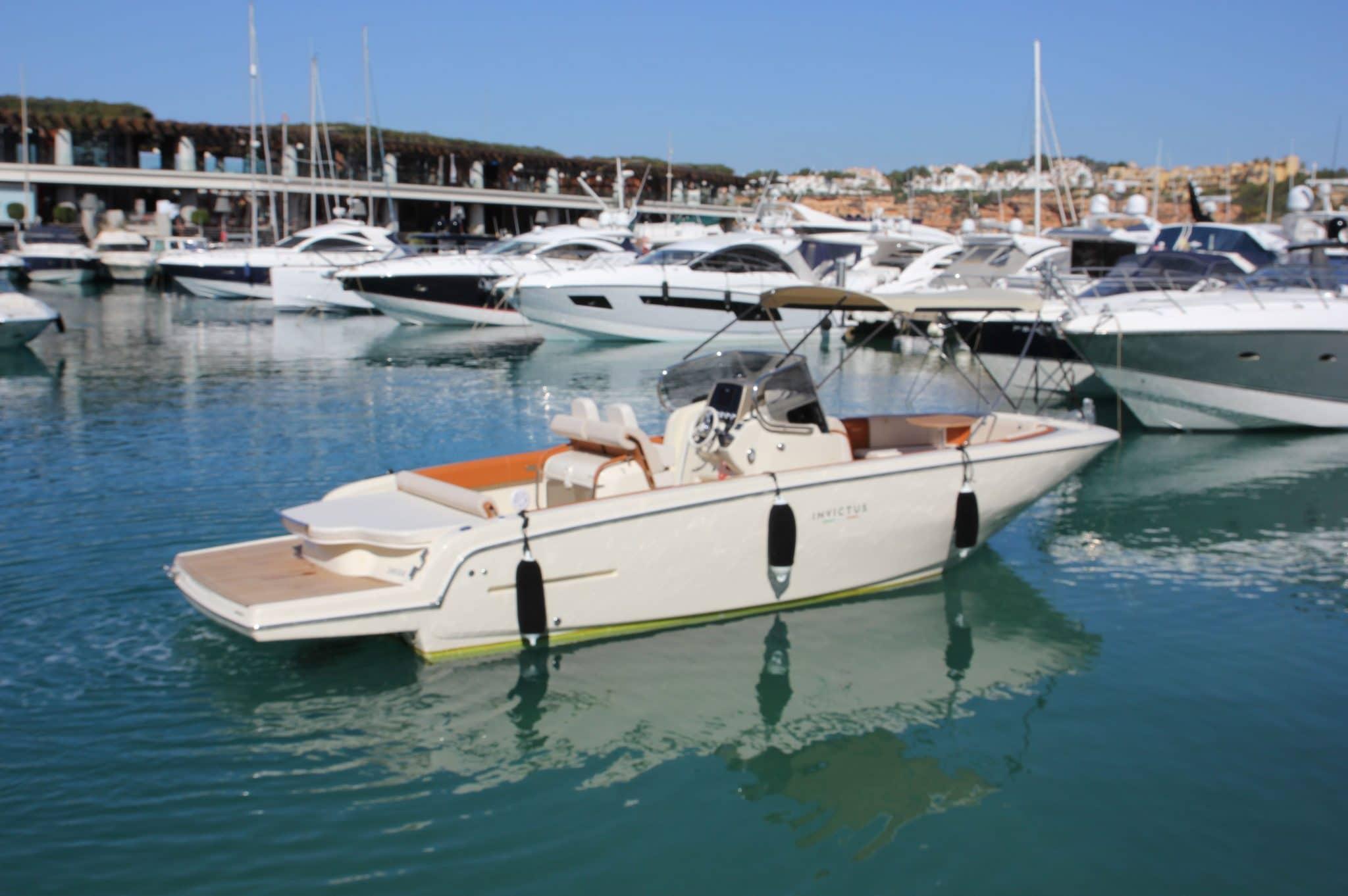 Motorboot_Invictus280FX_8-2048×1362