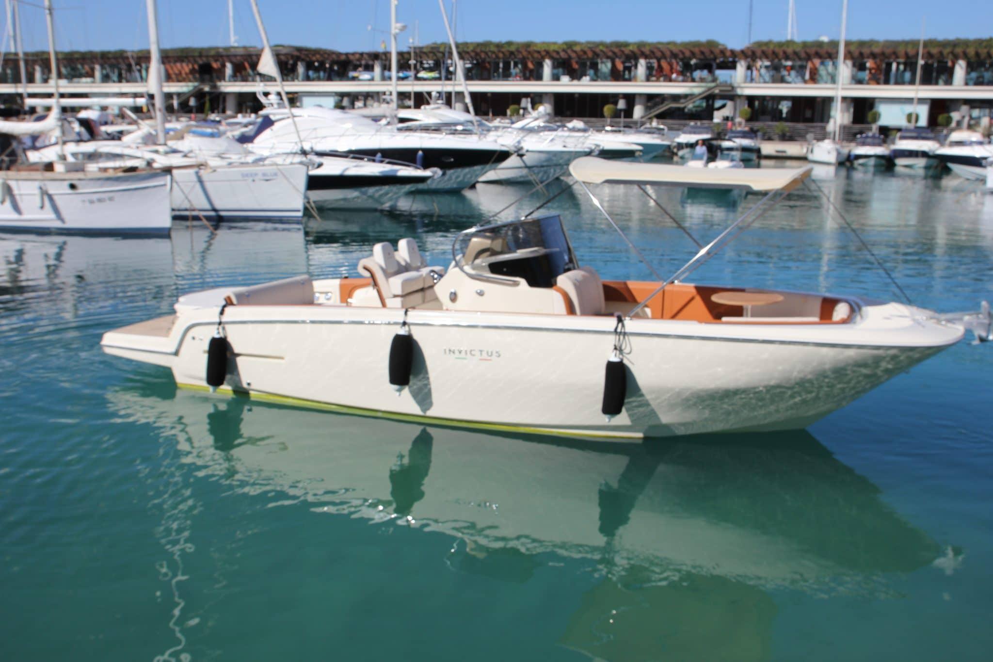 Motorboot_Invictus280FX_9-2048×1365