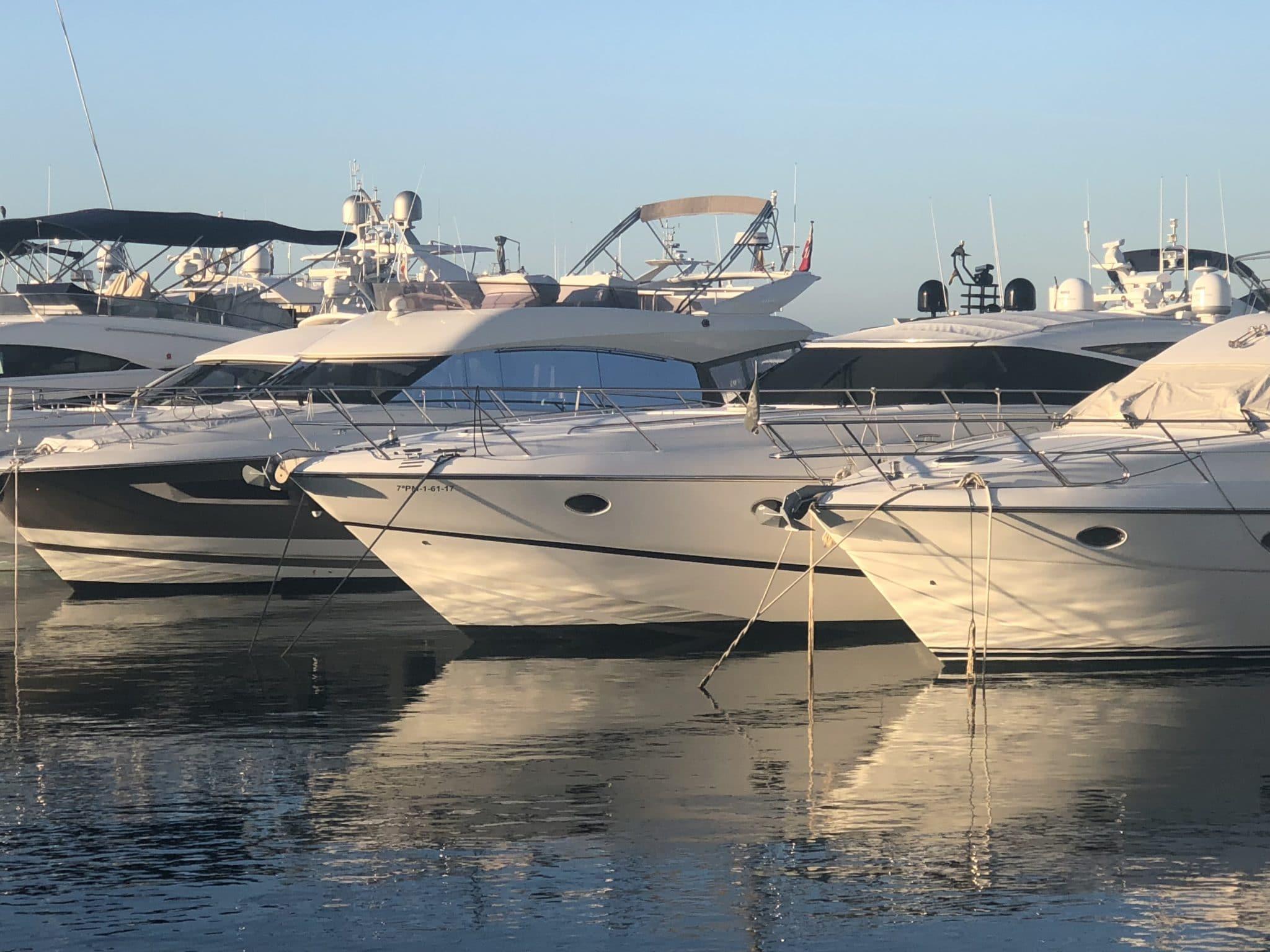 motoryacht_PrincessV58-hafen-2048×1536