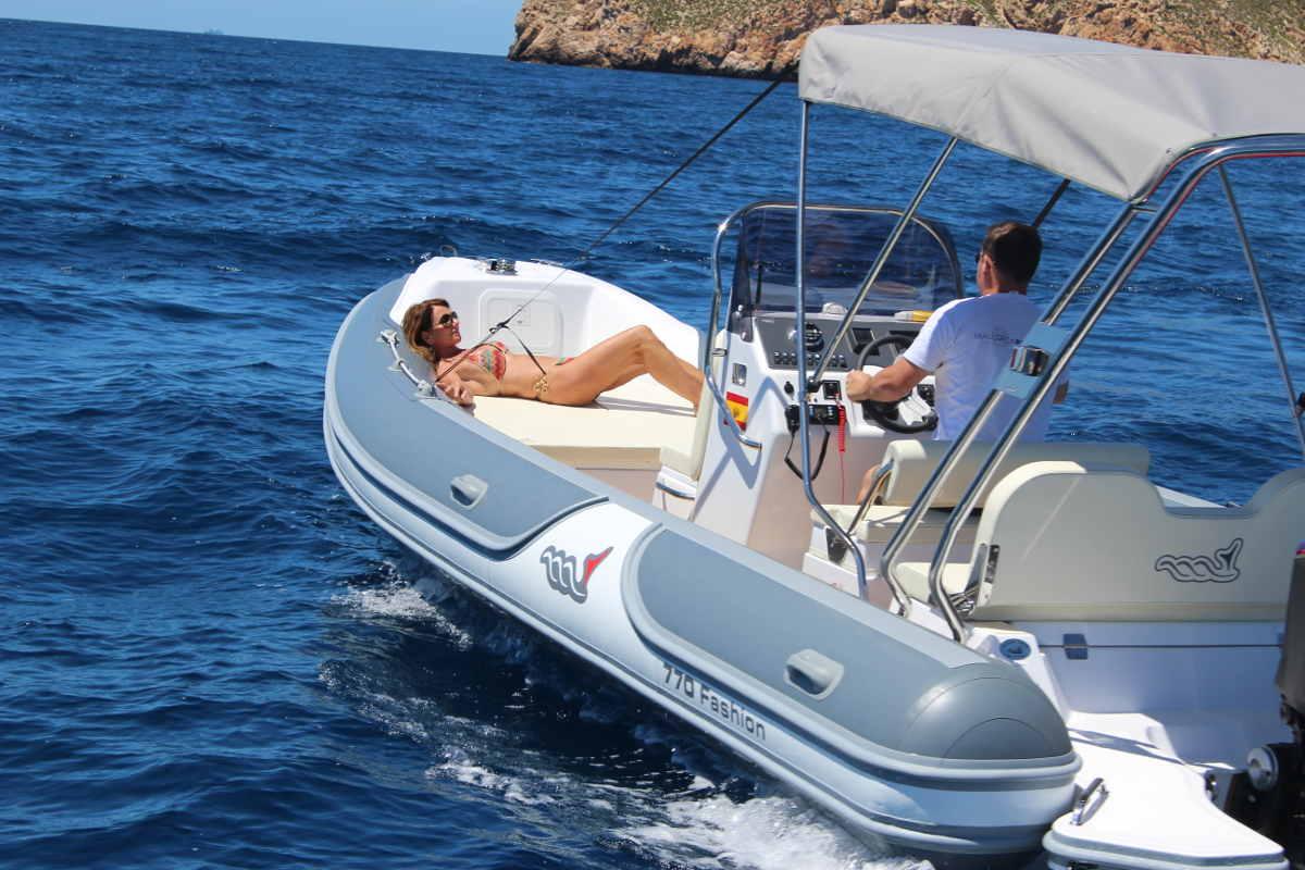 rib-motorboat-for-rent-port-adriano-mallorca-2