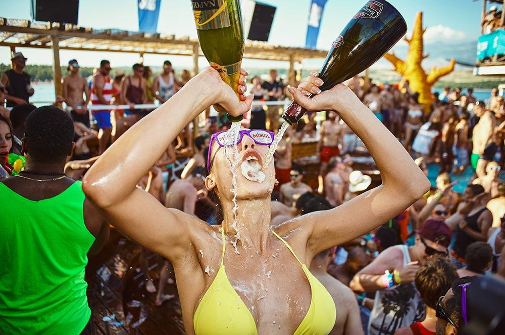 noa-beach-club-zrce6
