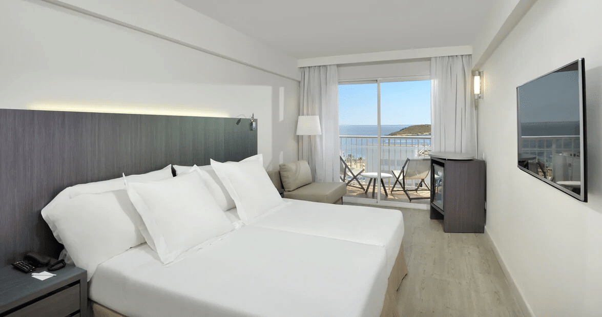 house-room-sea-view-magaluf