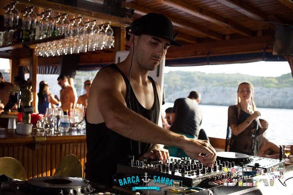 dj-en-vivo-fiesta-en-barco-mallorca